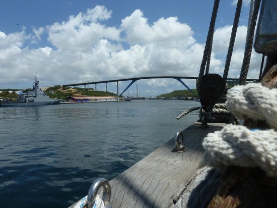 Sailing Ship Insulinde - Day Tours: Insulinde leaving the harbor