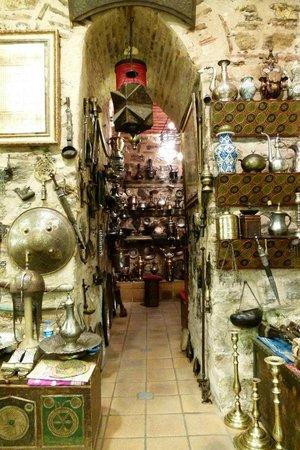 Grand Bazaar (Kapali Carsi): Interior of some shop
