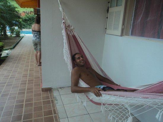 Pousada Cantinho do Sossego: na rede em frente ao quarto