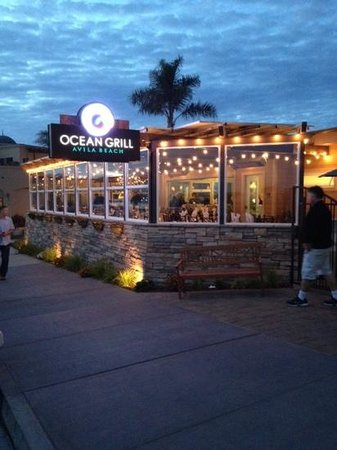 Ocean Grill: Right across the street from the ocean.