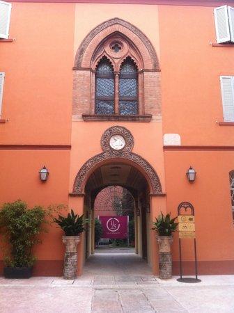 Ristorante Il 25: Il 25 a Carpi, Ingresso dal Palazzo neogotico