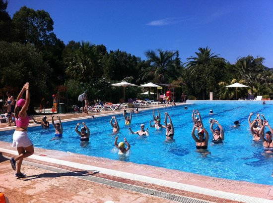 Camping Village Rosselba le Palme: Fitness course in the swimmingpool