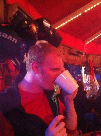 Mooserwirt - wahrscheinlich die schlechteste Skihutte am Arlberg: Drinking chocolate nightcap