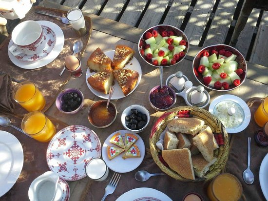 Riad El Zohar : Wonderfully colourful breakfasts!