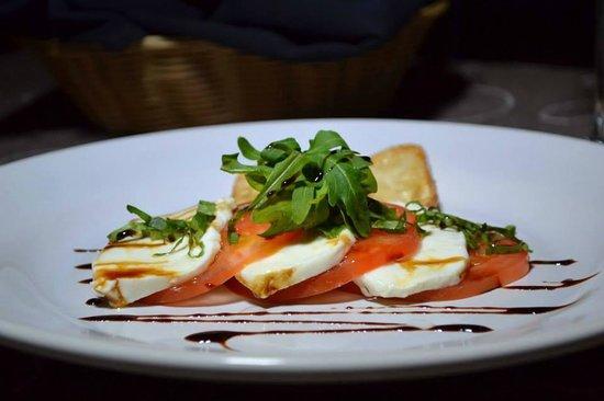 Bravos Restaurant Bar: Caprese Salad