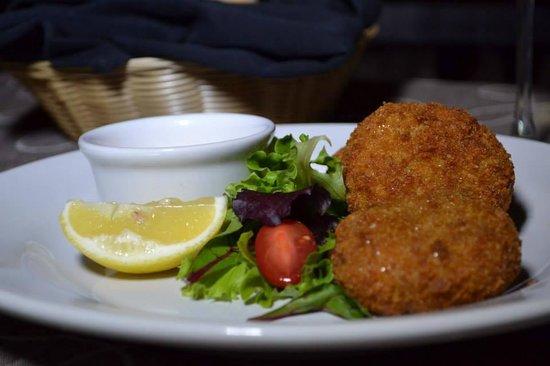 Bravos Restaurant Bar: Crab Cakes