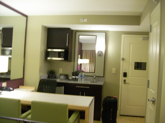 Embassy Suites by Hilton Raleigh - Durham Airport/Brier Creek: Kitchen Area in Room/Suite, this is room 306