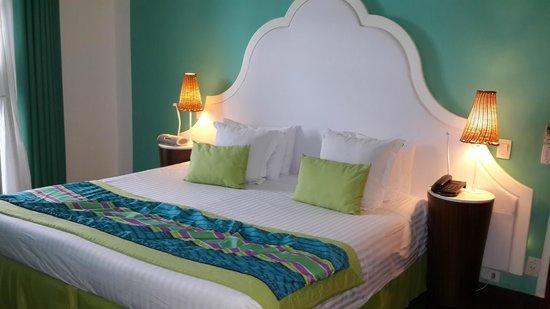 Club Med Rio Das Pedras: Cama super confortable el respaldar con luz led en su contorno