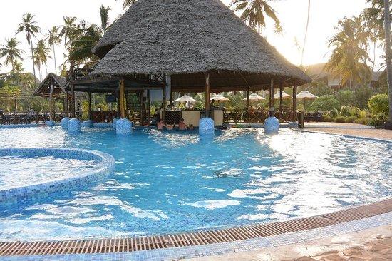 Ocean Paradise Resort & Spa : Pool Bar