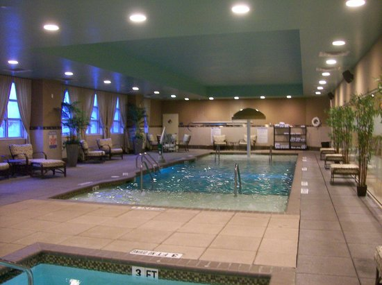 Embassy Suites by Hilton Raleigh - Durham Airport/Brier Creek: Indoor Pool, with Sprinkler for children, lovely.
