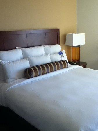 Newport Beach Marriott Hotel & Spa: Bed