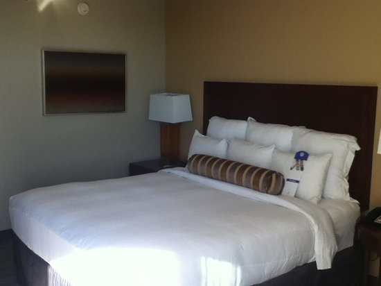 Newport Beach Marriott Hotel & Spa: Bed