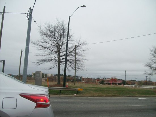 Embassy Suites by Hilton Raleigh - Durham Airport/Brier Creek: A little view of some of the Mall near the Hotel
