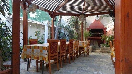 Kiniras Hotel : Patio