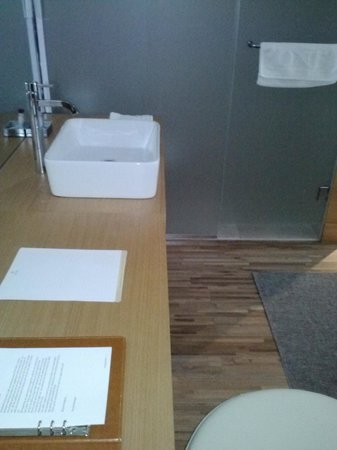 The One Boutique Hotel: Bathroom Sink
