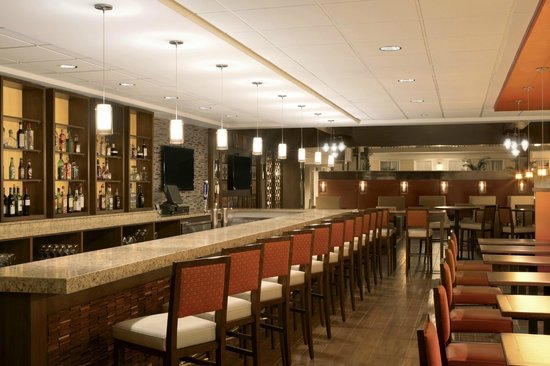 Embassy Suites by Hilton Cleveland - Beachwood : Park East Bar and Grill