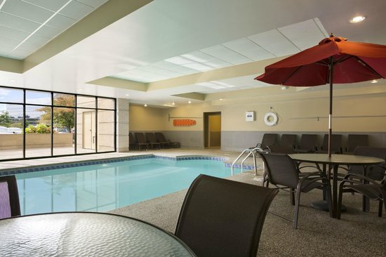 Embassy Suites by Hilton Cleveland - Beachwood : Pool