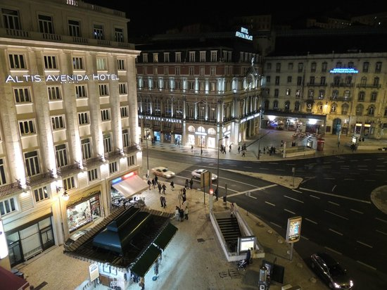 The Imperial Guesthouse: View from my room (Restauradores Place towards Rossio).