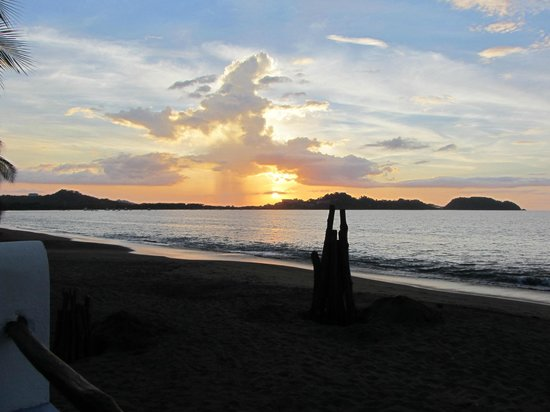 Bahia del Sol Beach Front Boutique Hotel: Sunset prior to lighting the bonfire on the beach