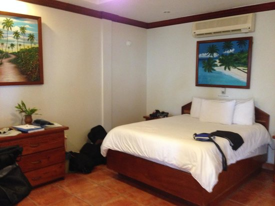 SunBreeze Hotel: King size bed is very comfortable