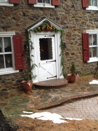 Mill Stone Bed and Breakfast: Winter - entrance view