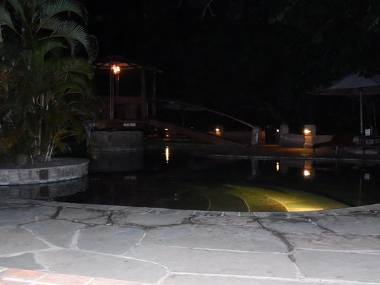 The Sands at Nomad: piscina by night