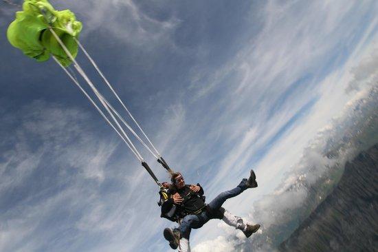 BFCParachutisme : ouverture du parachute