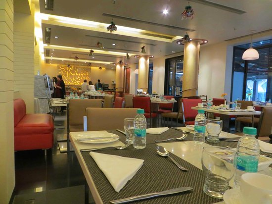 Kenilworth Hotel, Kolkata : Dining / breakfast area