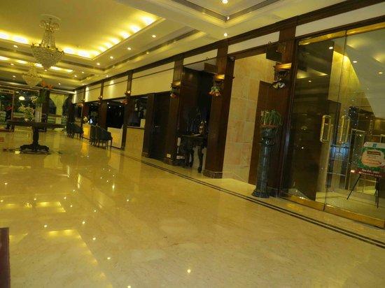 Kenilworth Hotel, Kolkata: Hotel lobby