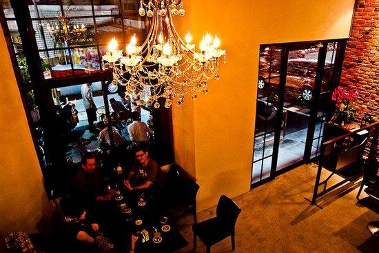 Aka Renga Bar & Restaurant