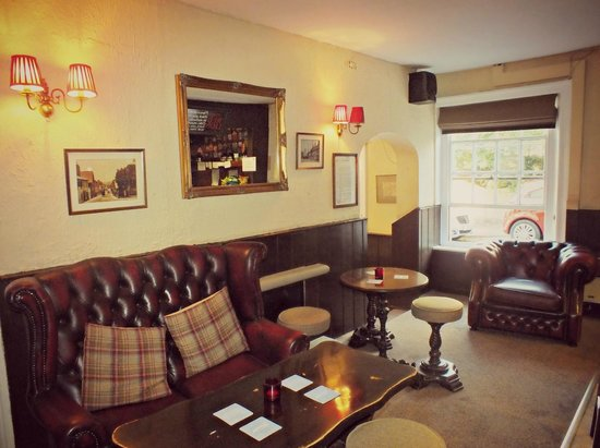 The Red Lion: Inside