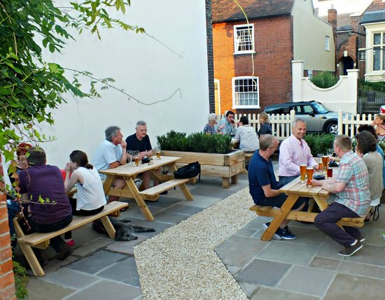 The Red Lion: More beer garden
