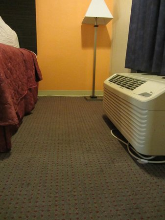 Econo Lodge International: AC