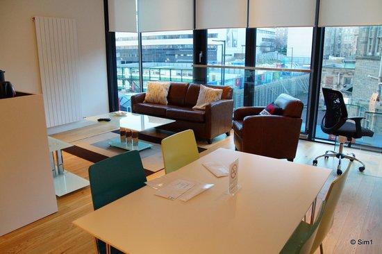Scotia Grand Residence - Quartermile Apartments: Livingroom/Kitchen