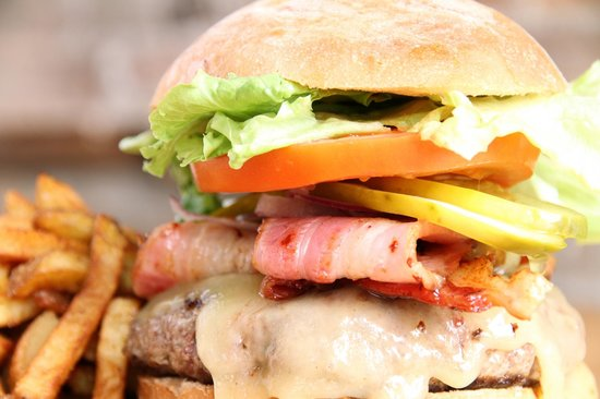 Nith River Chop House: Local beef burgers served with Smoyd Farms fries. Yum!