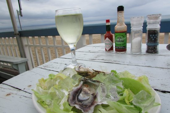 Pavilion Restaurant: Oysters and white wine...