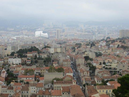 Basilique Notre-Dame de la Garde : Вид сверху на Велодром
