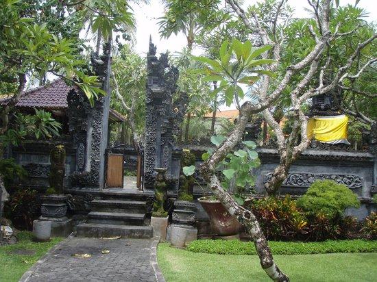 Grand Hyatt Bali: Main Balinese Temple on the Hotel Grounds