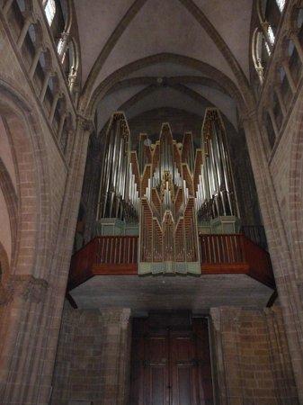 Cathedrale de St-Pierre: Nice organ, looks 30's
