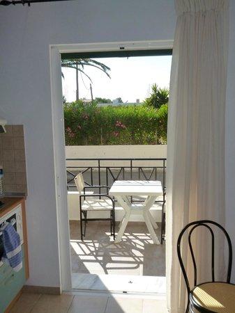 Dora Apartments Argirades: kitchen balcony