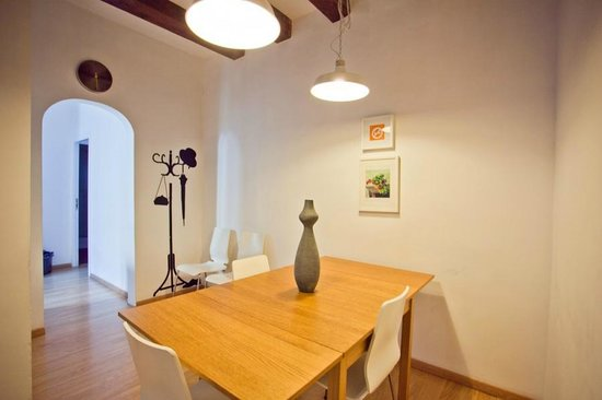Las Ramblas Apartments: Living room with dining are in the 4th floor smaller apartment