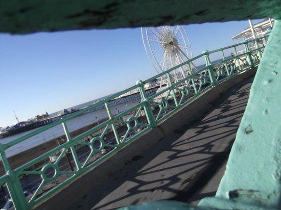 New Steine Hotel: Pier and Brighton wheel (minus cars)