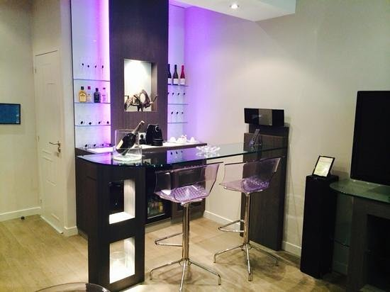 Vatel Hôtel & Spa : le bar de la suite 512