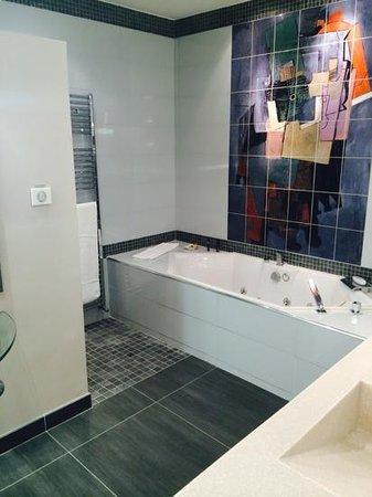 La Baignoire Jacuzzi De La Suite 512 Photo De Vatel Hotel Spa