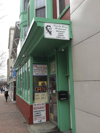 Lincoln's Waffle Shop: Southern food in Washington -Lincoln would have been proud