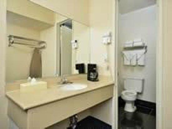 Crown Motel: Bathroom