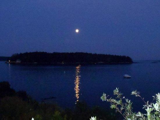 Ship Ahoy Motel: Moonrise awesome
