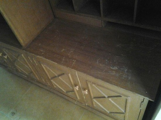 Narayan Niwas Palace: bad quality (unclean) furniture