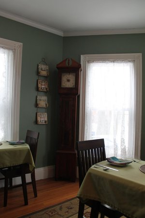 The Chadwick Bed & Breakfast : dining room