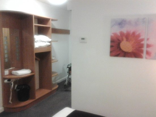 Premier Inn Manchester Airport (Heald Green) Hotel: room